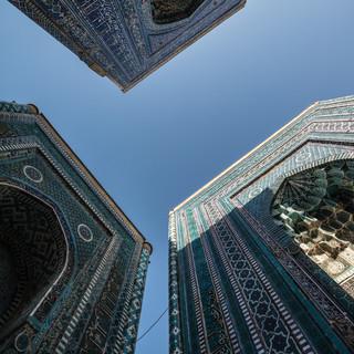 В мавзолейном комплексе Шахи-Зинда, Самарканд In Shah-i-Zinda mausoleum complex