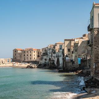 Старые дома у кромки моря, Чефалу Old houses facing the sea, Cefalù