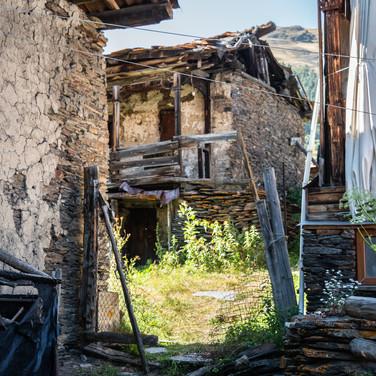В тушинском селе  In a Tushetian village