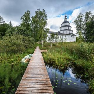 У Ильинской церкви на Цыпиной горе рядом с Ферапонтово, Вологодская область  Elijah church at Tsypina Hill near Ferapontovo, Vologda region
