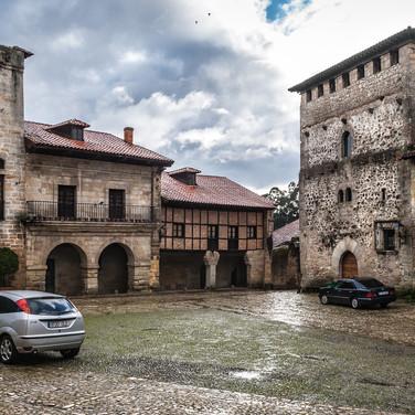 Пласа-Майор в средневековом городе Сантийяна-де-Мар Plaza Mayor in the medieval town of Santillana de Mar