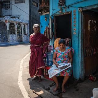 Утренняя газета. Район Петтах, Коломбо  Morning news. Pettah neighbourhood, Colombo