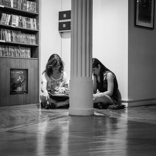 Покупатели в книжном магазине El Ateneo Customers in El Ateneo bookstore