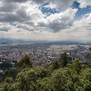 Вид Боготы от монастыря Монсеррате, 3150 метров над уровнем моря. A view over Bogotá from Monserrate Convent, 3150 m.a.s.l.