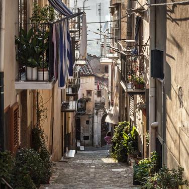 Типичная сицилийская улочка, Кастельбуоно A typical Sicilian street, Castelbuono