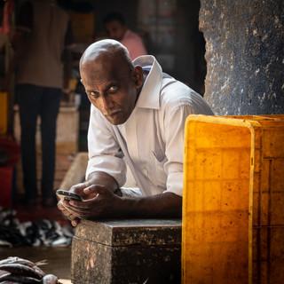 Торговец рыбой, муниципальный рынок Канди  A fishmonger, Kandy municipal market