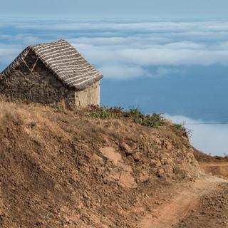 При перемещениях по стровам большая часть маршрута часто проходит выше уровня облаков.   Travelling in Cape Verde you often spend much time above the clouds