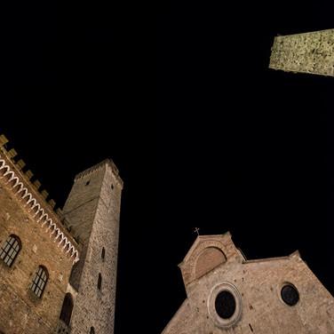 Аппликация на черной бархатной бумаге. Сан-Джиминьяно, Тоскана, Италия An appliqué on black velvet paper. San Gimignano, Tuscany, Italy