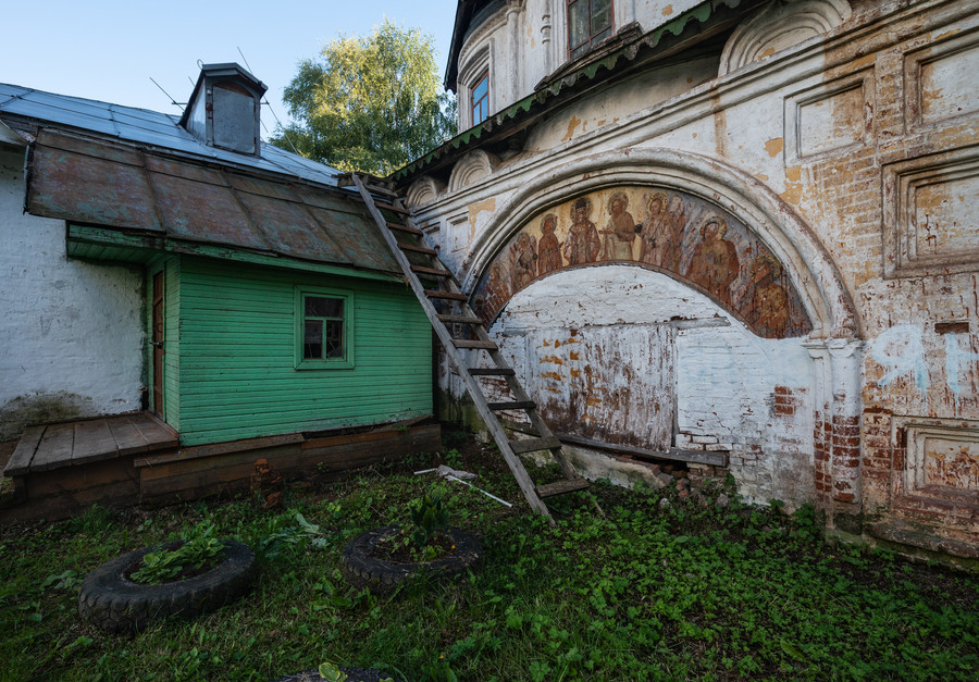 У Владимирской церкви