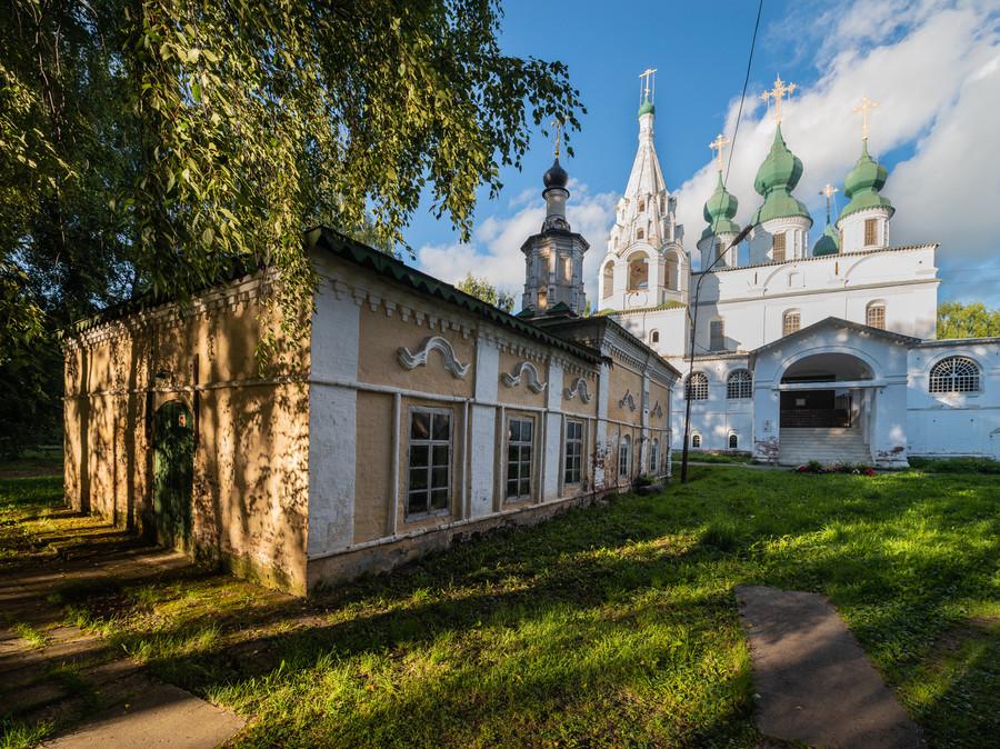 Церковь Преполовения Пятидесятницы и собор Михаила Архангела