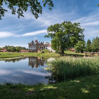Английский парк вокруг замка Базедов The English landscape garden surrounding Basedow Castle