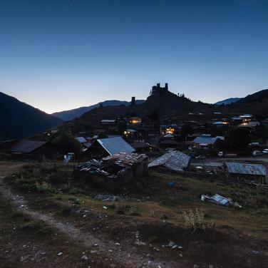 Верхнее Омало в вечерних сумерках  Upper Omalo village at dusk