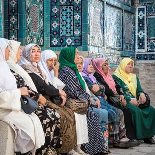 Освобожденные женщины Востока, мавзолейный комплекс Шахи-Зинда, Самарканд In Shah-i-Zinda mausoleum complex
