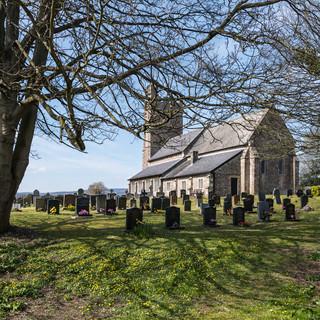 Церковное кладбище в Каервенте, городке, стоящем на мете римского города Вента Силурум Churchyard in Caerwent set in place of the Roman town of Venta Silurum