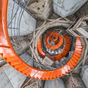 Спиральная лестница внутри бетонного шпиля собора в Манисалесе Spiral stairway inside the concrete spire of the Cathedral of Manizales