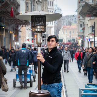 Портрет с обогревателем на трамвайных путях, улица Истикляль  A portrait with a heater in a tram line, Istiklal Street