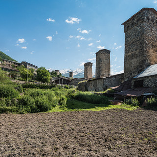 Башни в поселке Местиа Towers in Mestia town