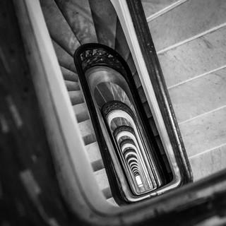 Лестница в Паласио Бароло – одном из самых интересных зданий Буэнос-Айреса A stairway in Palacio Barolo, one of the most intriguing buildings in Buenos Aires