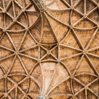 Свод церкви Санта-Мария монастыря Жеронимуш, Белен, Португалия  The vault of Santa Maria church of Jerónimos Monastery, Belém, Portugal