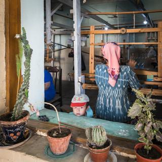 У окна, Маргилан, Ферганская долина While mom's weaving, Margilan, Fergana Valley