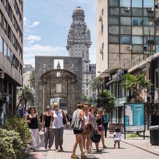 В самом центре Монтевидео  In the very centre of Montevideo