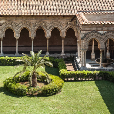 Внутренний двор собора Монреале Cloister of the Cathedral of Monreale