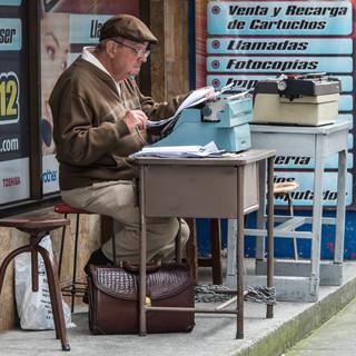 Уличный писатель? Street writer?