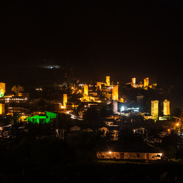 Ночная подсветка башен в Местиа Svan towers illuminated by night in the town of Mestia