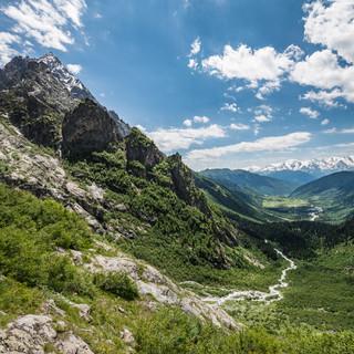 Вид на массив Ушбы и долину Бечо от водопадов Ushba massif and Becho valley seen from the waterfalls