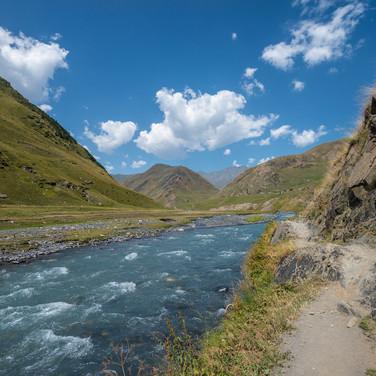 Вдоль Пирикитской Алазани  Along Pirikitis Alazani river