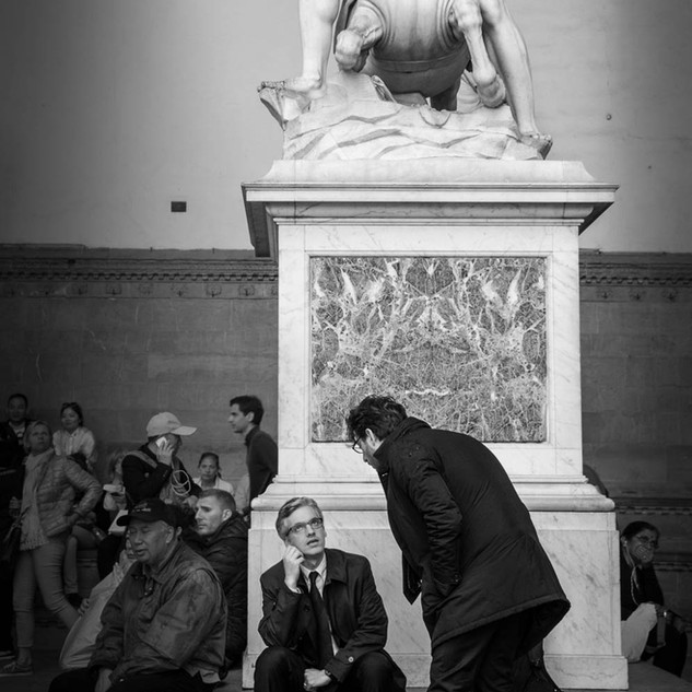 Пережидая дождь в тени геркулесовых подвигов. Лоджа деи Ланци, Флоренция In the shadow of Hercules' powers, Loggia dei Lanzi, Florence