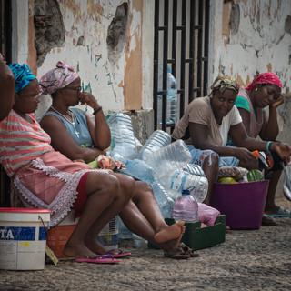 На улице. Прая, остров Сантьягу  Street scene, Praia, Santiago island