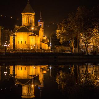 Собор Сиони отражается в водах Куры Sioni Cathedral reflects in waters of Kura river