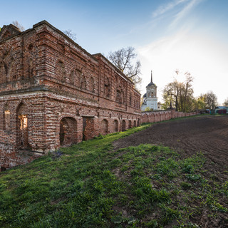 Руины в усадьбе Гончаровых, Ярополец Ruins in Goncharovs' manor in Yaropolets