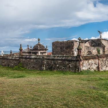 Руины готического собора, превращенные в кладбище, Комийяс Ruins of the gothic cathedral in Comillas converted to a cemetery