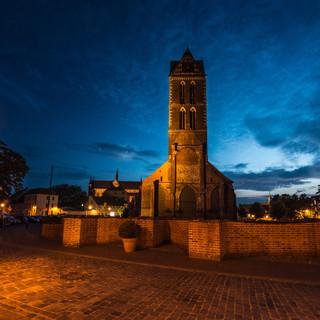 Ночной Висмар: руина Мариенкирхе, разрунной бомбардировками авиации союзников во время Второй мировой войны Wismar by night: the ruin of Marienkirche (St Mary's church) destroyed by Allies' air forces during the WWII