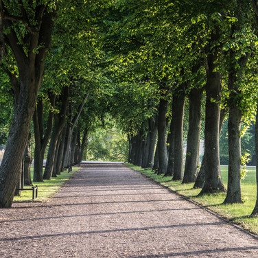 В парке Шверинского замка In the gardens of Schwerin Palace