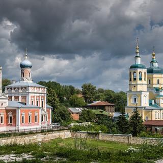 Сохранившийся архитектурный ансамбль посадских церквей в Серпухове Survived architectural ensemble in the centre of the town of Serpukhov