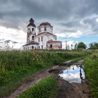 Троицкая церковь в Веретьево у Вещозера, Вологодская область  Ruin of Trinity church in Veretyevo, near Veshchozero, Vologda region