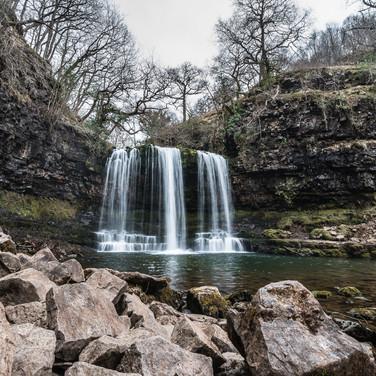 """Водопад Сгуд-эр-Эйра (""""Снегопад"""" по-валлийски) Sgwd-yr-Eira waterfall"""