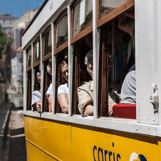 В туристический сезон большинство пассажиров трамвая №28 - туристы During touristic season the majority of tran 28 passengers are tourists
