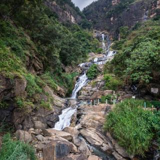 Водопад Равана, один из самых живописных в Шри-Ланке  Ravana Ella Falls, one of the most spectacular in Sri  Lanka