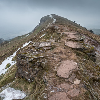 Гора Скиррид (по валлийски - Ysgyryd Fawr, 'Исгеред Вор') The Skirrid (Ysgyryd Fawr in Welsh) mountain