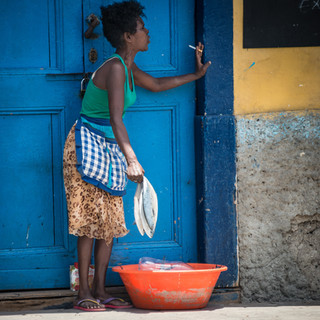 """Покупаем рыбу!"") Минделу, остров Сан-Висенти  'Fish for sale!') Mindelo, São Vicente island"