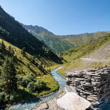 Вверх вдоль Пирикитской Алазани  Up along Pirikitis Alazani river