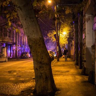 Желтый свет уличных фонарей и синие отблески полицейского автомобиля, район Сололаки Yellow street lamp light combined with blue police car flasher, Sololaki district