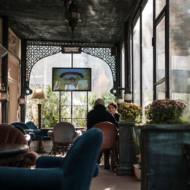 В уличном кафе In a street café