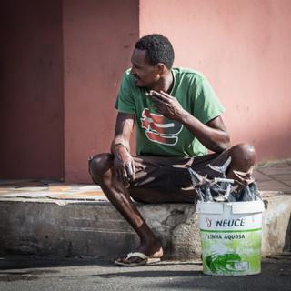 Продавец тунцов на рынке в Минделу, остров Сан-Висенти  Tuna seller at Mindelo's bazaar, São Vicente island