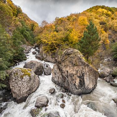 Живописный водопал на Хевсурской Арагви A waterfall on Khevsuris Aragvi river