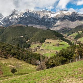 Горы Пикос-де-Эуропа со смотровой площадки Эль-Мирадор-де-сан-Мигель Picos de Europa viewed from El Miradoe de San Miguel